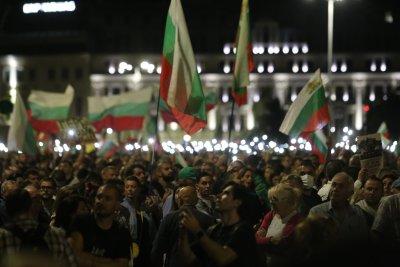 НА ЖИВО: 76-а вечер на протест в София