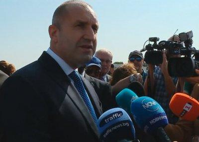 Радев призова Борисов да излезе от нелегалност и да се яви на работното си място