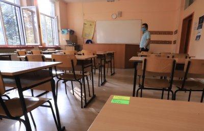 Тестват 7 000 учители в София за антитела за COVID-19