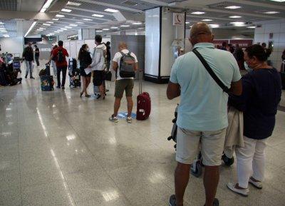 Влизащите в Италия българи трябва да представят собственоръчно попълнена декларация при проверка