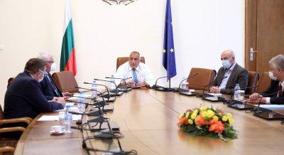 България държи успешно епидемията под контрол, Борисов връща седмичните брифинги