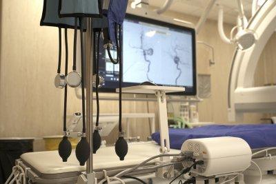 """Нов апарат за лечение на мозъчни заболявания в столичната болница """"Св. Иван Рилски"""" (СНИМКИ)"""