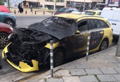 "Такси и трамвай се удариха на бул. ""Черни връх"" в София (ВИДЕО)"