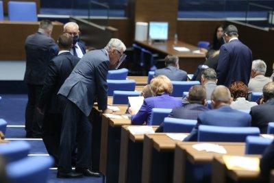 Депутатите разглеждат ветото на президента върху текстове от Закона за съдебната власт