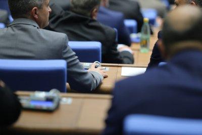 НС гласува създаването на временна комисия за нова конституция