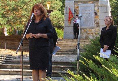 Вицепрезидентът Йотова участва в Деня на тракийската памет в Маджарово