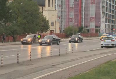 """""""Пътна полиция"""" съветва родителите: Не спирайте на пешеходните пътеки пред училищата"""