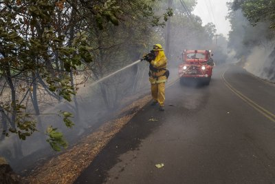 Над 1000 пожарникари се борят с пожарите в Калифорния