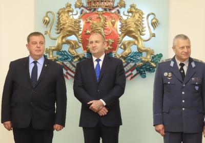 Радев и Каракачанов в спор за охраната на въздушното пространство