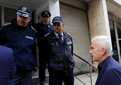 Полицията взе отпечатъци от Волен Сидеров, той се оплака от репресия