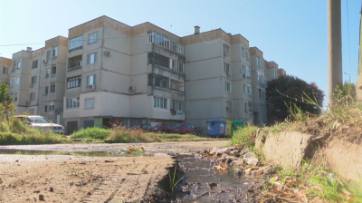 Цял блок в пазарджишко село остана без канализация