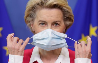 Урсула фон дер Лайен се самоизолира заради контакт със заразен