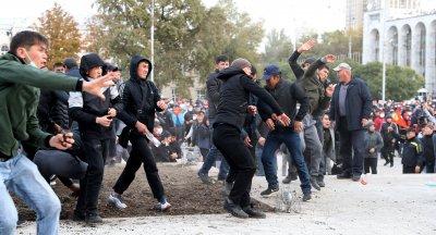 Кризата в Киргизстан: Извънредно положение в столицата Бишкек