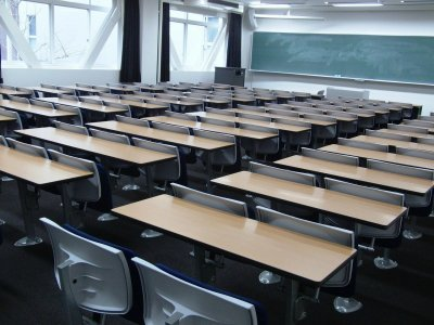 Защо все повече български студенти избират азиатските пред британските университети?