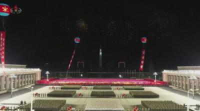 В Северна Корея пренебрегнаха пандемията и проведоха мащабен военен парад