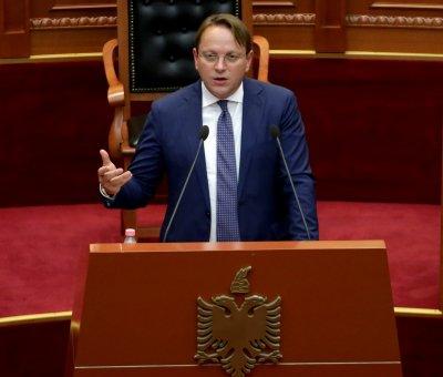 Еврокомисарят по разширяването призова Северна Македония да реши споровете си с България