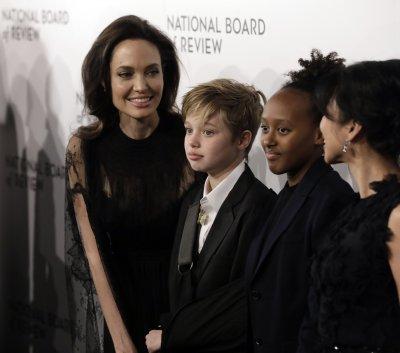 Брад Пит и Анджелина Джоли отиват на поредно дело за попечителството над децата