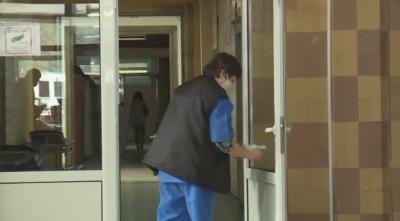 Болницата в Търговище е в колапс, затягат мерките срещу COVID-19