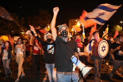 Протести в Израел срещу реакцията на властта в пандемията