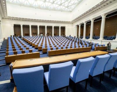 Депутатите се очаква да гласуват искането на оставката на Цвета Караянчева