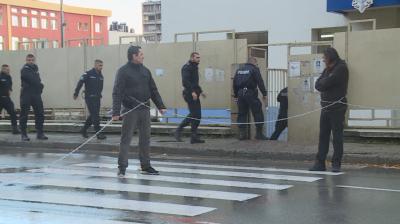 Недоволни блокираха сградата на полицията в Благоевград