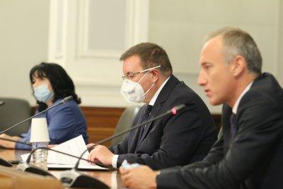 Няма да се затягат мерките заради завишения брой на заразени с COVID-19