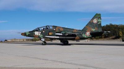 След ремонта: Първи полети със самолет Су-25 в авиобаза Безмер