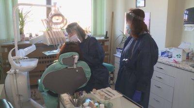 Стоматолози призовават: Не отлагайте профилактичните прегледи на децата