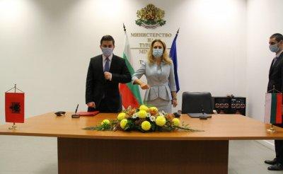 България и Албания ще работят за възстановяване на директните полети София-Тирана
