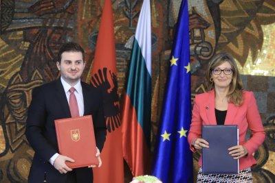 Захариева: България е против разделянето на Албания и Северна Македония при преговорите за членство в ЕС