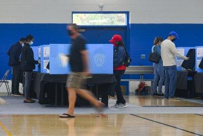 Рекордна активност в предварителното гласуване на изборите в САЩ