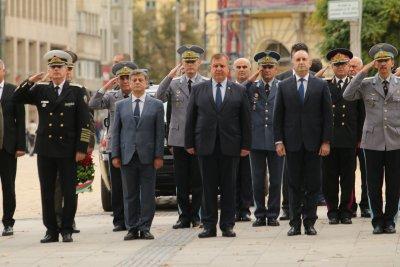Каракачанов: Бойната ни авиация започна да се изправя на крака