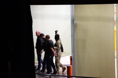 Въоръженият похитител в Грузия напуснал банката заедно с трима заложници