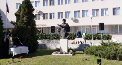 Откриха паметник на Златю Бояджиев в Брезово