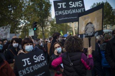 До къде стигна разследването на жестокото убийство на учител във Франция?