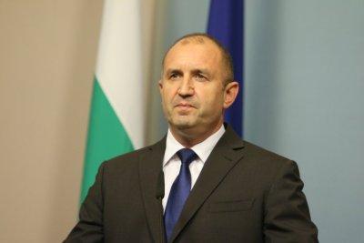 Румен Радев е дал отрицателен тест за COVID-19 и след пристигането си от Естония