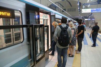 Обмислят да се намали интервала на влаковете на метрото в пиковите часове