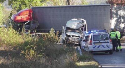 Двама загинали и четирима ранени при тежка катастрофа на пътя Монтана - Видин