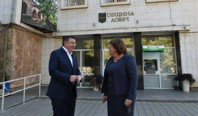 НА ЖИВО: Министър Ангелов на проверка как се справят болниците в област Ловеч