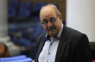 Изгониха от парламента депутата от БСП Росен Малинов, отказал да сложи маска
