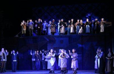 """Музикалният театър и балет """"Арабеск"""" преустановяват спектаклите си до 1 ноември"""