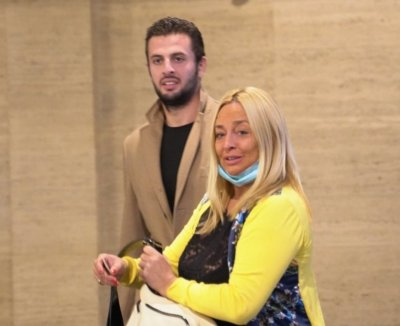 Обвиняемият за убийството в Борисовата градина Йоан Матев пристигна в съдебната зала с майка си