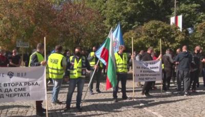 Полицаи излязоха на предупредителен протест в Кърджали