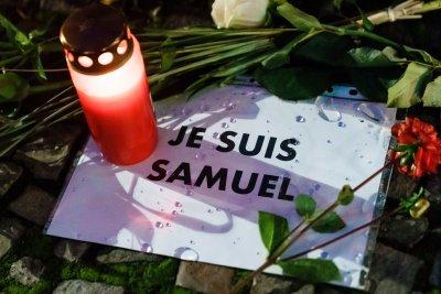 Убитият френски учител получава Ордена на Почетния легион