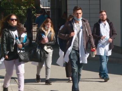 Студенти стават доброволци на първа линия в помощ на лекарите от Пловдив