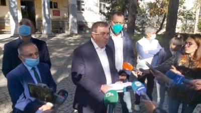 Здравният министър: Нямаме притеснения за недостиг на легла, а за силата на българските медици
