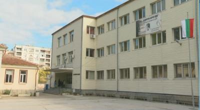 Ученички се биха в двора на пазарджишко училище