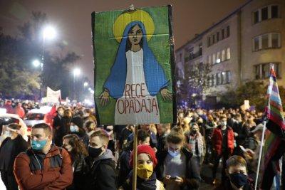 Продължват протестите срещу забраната за аборти в Полша