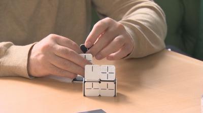 За първи път в света: Българин създаде система от настолни игри за незрящи