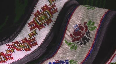 Как се правят коланите от мъниста за българските носии